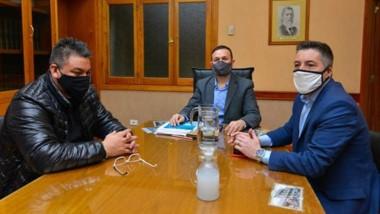 Diálogo. Collio (izquierda) junto con Maderna y De la Vallina, debatiendo en el despacho principal.