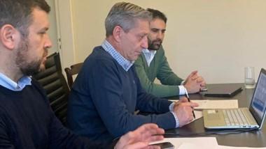 El gobernador y parte de su gabinete en la videoconferencia con el titular del INAES, Mario Cafiero.