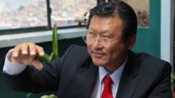 El mismo día que el país registró un total de casi 40.000 casos y más de 1.400 muertes, el médico y pastor presbiteriano Chi Hyung Chung informó que padece de coronavirus.