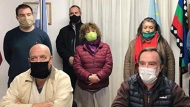 En equipo. Las ocupaciones irregulares preocupan al municipio de Lago Puelo.