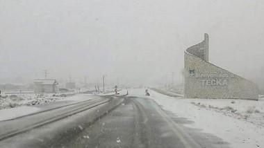 Temporal. El acceso a la localidad de Tecka, cubierto por nieve. Un fuerte temporralse espera en las próximas horas en toda la Cordillera.