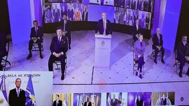 Por videoconferencia, el gobernador Mariano Arcioni acompañó la ceremonia que presidió Fernández.