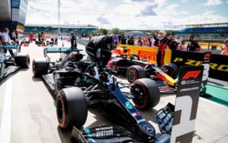 Con trompo incluido en clasificación, Hamilton sacó el gen de campeón. El viento, un aliado o enemigo según los sectores.
