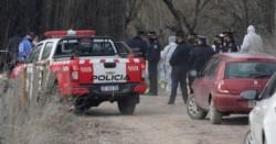 El cadáver de la mujer fue hallado en un canal de riego en la ciudad neuquina de Centenario, con signos de violencia.