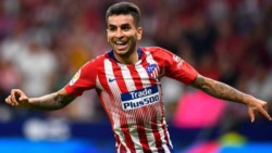 Atletico Madrid confirma que los demás miembros de la delegación dieron negativo y dan a conocer ambos positivos: Angel Correa y Sime Vrsaljko.