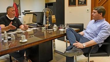 El intendente de Rawson, Damián Biss y Héctor González se encontraron este martes y hablaron de trabajar en comunión.