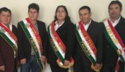 Al centro, la concejala de Padcaya, Bolivia, Romina Villena Rodríguez.