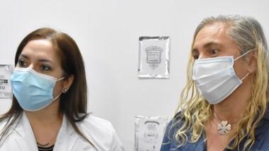 Doctoras. González (izquierda) y Tedeschi explicaron la importancia del nuevo procedimiento en Trelew.