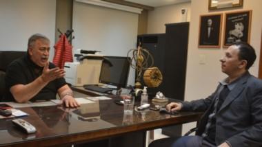 Héctor González y el intendente Adrián Maderna dialogaron de la situación energética y del panorama político provincial.