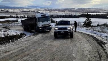 Sobre la Ruta 17 también hubo complicaciones y un camión quedó atravesado interrumpiendo el tránsito.