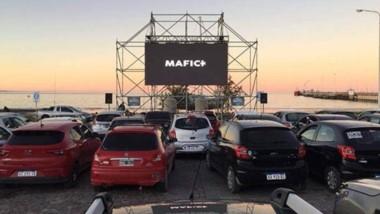 Desde el Municipio de Madryn también habrá una celebración con el montaje de un autocine frente al mar.