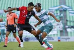 Diego Cocca no estuvo en el banco pero tomó decisiones en el planteamiento del duelo ante Santos.