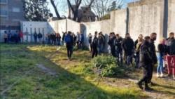 Las personas demoradas en una vivienda fueron trasladadas a la comisaría 17ª en la mañana de este domingo.