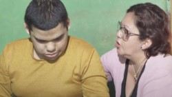 Eva Briñócoli, madre de Adrián Martínez, pide que le apliquen la eutanasia o muerte digna a su hijo.