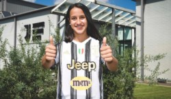 A los 18 años se convierte en la primera compatriota en firmar con La Vecchia Signora. Utilizará el dorsal Nº 5.