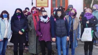 En guardia. Colectivo de mujeres se defiende de acosadores y denuncia intentos de secuestros.