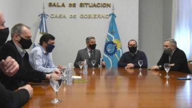 El encuentro donde el gobernador junto a funcionarios del gabinete recibieron a los intendentes.
