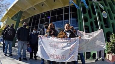 La semana cerró con una nueva manifestación en Rawson, en este caso por parte de jubilados y retirados del sector de Policía.