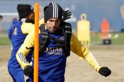 Tras firmar contrato, en su primer día de este segundo ciclo en el club, Javier García se volvió a poner la ropa azul y oro.