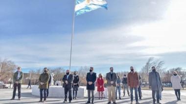 La imagen del acto oficial por el 85 aniversario de Río Mayo, localidad enclavada  en el interior de Chubut.