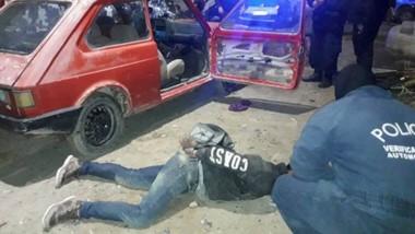 La persecución se realizó por varias cuadras y el transcurso del periplo, policías debieron resguardarse.