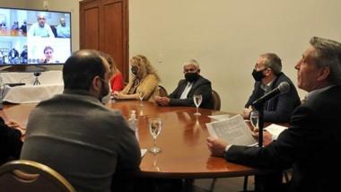 El gobernador durante la videoconferencia que mantuvo en el día de ayer con los intendentes.