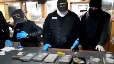 La Prefectura realizó el control sobre los paquetes encontrados y que arrojaron el resultado ser cocaína.