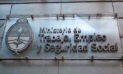La mayor partida de la ampliación presupuestaría decidida por la ley 27.561 es de $ 1,15 billón y está dirigida al Ministerio de Trabajo.