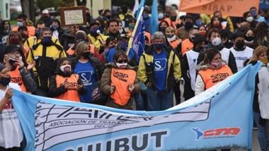 Los gremios de la Mesa de Unidad Sindical volvieron a manifestarse en Rawson para reclamar por los sueldos atrasados y el pago del aguinaldo.