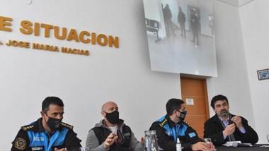 """En una conferencia de prensa, el Ministerio de Seguridad y la Policía hablaron sobre """"Cemento Blanco""""."""