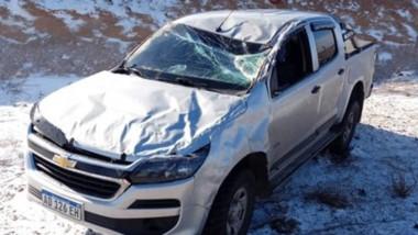 La camioneta fue a parar a un costado de la trama vial, en la zona cordillerana de Chubut.