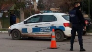 Deuda en la calle. La Policía llevó adelante en Gaiman controles para verificar deuda de patente.