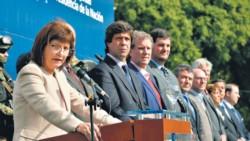 Noceti es el primero a la izquierda de la ex ministra Patricia Bullrich Luro Pueyrredón.