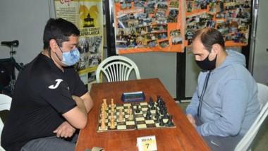 Es el primer torneo de ajedrez presencial en la pandemia, en Trelew.