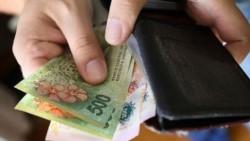 El índice de salarios aumentó 0,6% en junio y acumula en el año una suba del 14,2%, por debajo de la inflación en ese período, informó el INDEC.