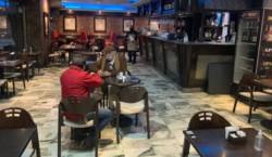 Una bar en Córdoba con distanciamiento. Habrá que extremar los cuidados a partir de ahora.