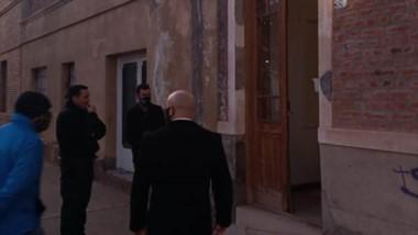 Oficial. El ministro Massoni llega para chequear el procedimiento.