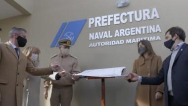 Frederic y Arcioni en el momento de la inauguración del edificio de Prefectura Naval Argentina.