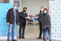 La doctora Etchenique, junto al gobernador Kicillof y el ministro Gollán en una reciente inauguración.