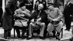 Churchill, Roosevelt y Stalin en el balneario de Yalta, en Crimea. Ahí se repartieron el mundo, como en el TEG... Terminaba la Segunda Guerra, y comenzaba la Guerra Fría.