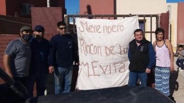 Los afiliados a Luz y Fueza entregaron alimentos y bienes en Trelew.