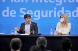 Kicillof y la vicegobernadora Verónica Magario, durante los anuncios de este jueves.