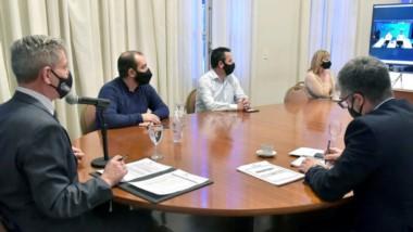 El gobernador Arcioni participó mediante videoconferencia del anuncio de las obras de saneamiento por más de 2.400 millones de pesos.