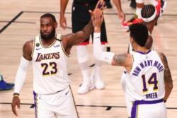 Los Lakers volvieron a unas Finales de Conferencia luego de diez años al ganarle el quinto partido de la serie a Houston Rockets.