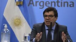El ministro de Trabajo, Claudio Moroni, consideró que en el país no existe una causa económica para que se vayan las compañías.