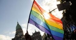 Cristina Kirchner, estableció a través de un decreto parlamentario el cupo laboral para personas travestis, transexuales y transgénero en la Cámara Alta.