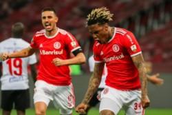 A Abel Hernández le llevó 45 segundos marcar su primer gol en el debut por Copa Libertadores con el Inter.