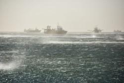 Más de 100 barcos fondeados en el Golfo Nuevo por el alerta meteorológico.