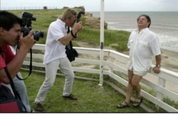 Duhalde, posando frente al mar. Una foto de hace varios años que se viralizó en los últimos días.