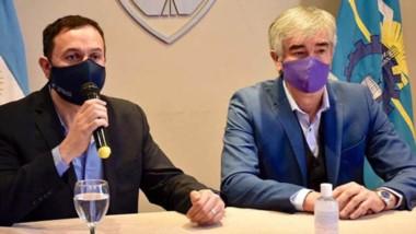 Gestiones. Maderna y Schvemmer durante una postal del contacto con la empresa experta en el rubro.